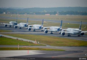3 800x600_1412009402_Airbus_A350XWB_Formation_Flight_-_Take_off_-_01